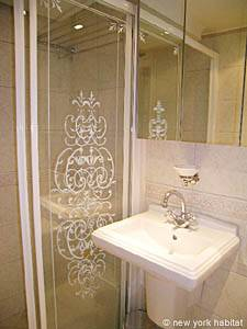 South of France - French Riviera - Studio accommodation - bathroom (PR-630) photo 2 of 3