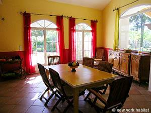 South of France accommodation: 5 Bedroom Rental in Les Valayans, Avignon Region (PR-631)