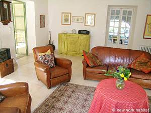 South of France - Provence - 3 Bedroom - Villa accommodation - living room (PR-715) photo 20 of 24