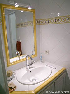 South of France - Provence - 1 Bedroom accommodation - bathroom (PR-758) photo 2 of 4