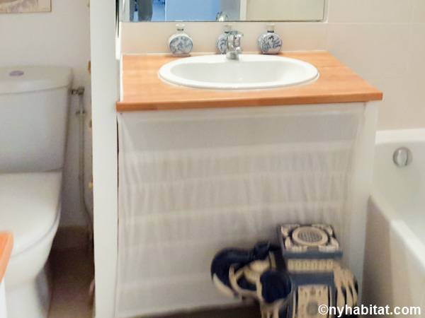 South of France - Provence - Studio apartment - bathroom (PR-842) photo 2 of 2