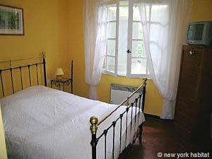 South of France - Provence - 5 Bedroom - Villa apartment - bedroom 1 (PR-900) photo 2 of 7