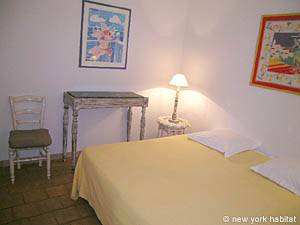 South of France - Provence - 2 Bedroom - Villa accommodation - bedroom 1 (PR-993) photo 2 of 4