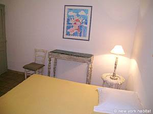 South of France - Provence - 2 Bedroom - Villa accommodation - bedroom 1 (PR-993) photo 3 of 4
