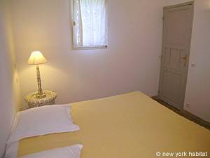 South of France - Provence - 2 Bedroom - Villa accommodation - bedroom 1 (PR-993) photo 4 of 4