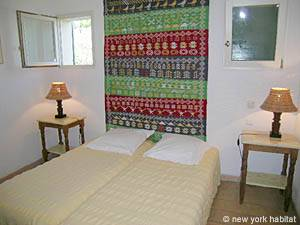 South of France - Provence - 2 Bedroom - Villa accommodation - bedroom 2 (PR-993) photo 2 of 5