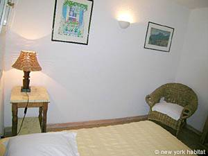 South of France - Provence - 2 Bedroom - Villa accommodation - bedroom 2 (PR-993) photo 3 of 5