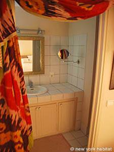Sud de la France - Provence - T2 appartement location vacances - salle de bain 1 (PR-1000) photo 1 sur 4