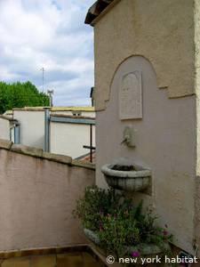 logement dans le sud de la france location meubl e t2 avignon provence pr 1030. Black Bedroom Furniture Sets. Home Design Ideas