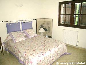 South of France - French Riviera - 3 Bedroom - Villa accommodation - bedroom 3 (PR-1084) photo 1 of 2