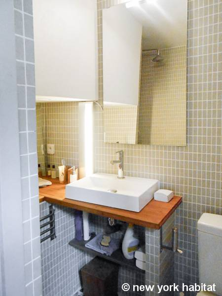 South of France - French Riviera - Alcove Studio accommodation - bathroom (PR-1108) photo 1 of 4