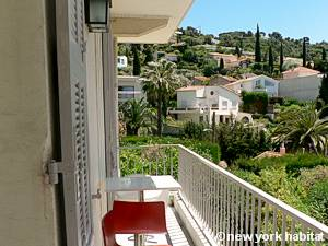 South of France - French Riviera - 3 Bedroom - Duplex - Villa accommodation - bedroom 3 (PR-1128) photo 3 of 4