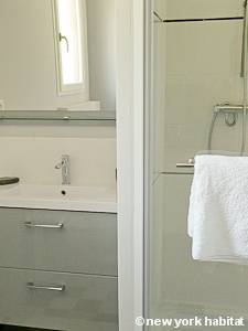 South of France - Provence - Studio apartment - bathroom (PR-1130) photo 1 of 5