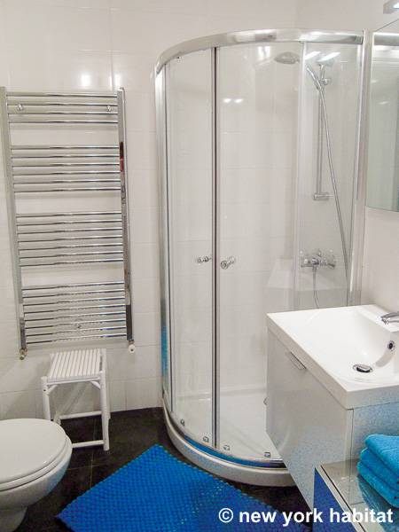 South of France - French Riviera - Studio accommodation - bathroom (PR-1164) photo 1 of 2