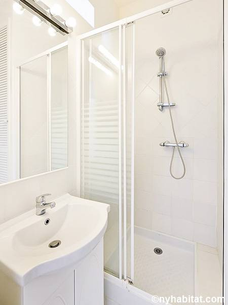 South of France - Provence - Studio accommodation - bathroom (PR-1236) photo 1 of 1