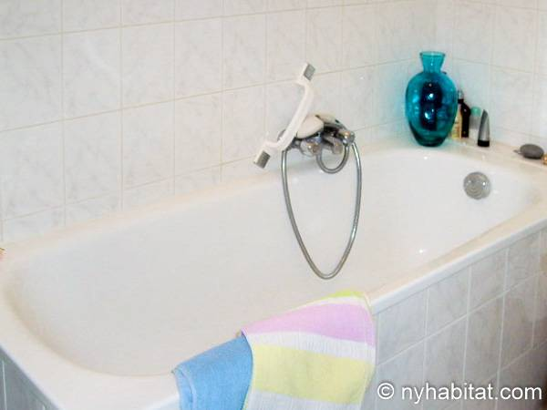 South of France - French Riviera - Studio accommodation - bathroom 1 (PR-1242) photo 2 of 2