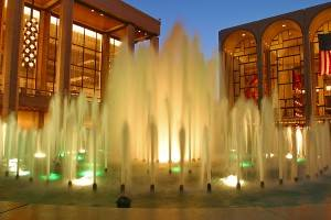Foto de las fuentes en la plaza del Lincoln Center