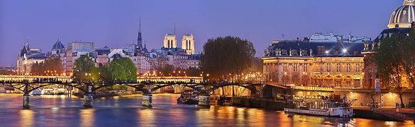 Vistas nocturnas de París: el Sena, el Puente de las artes y la Isla de la Cité