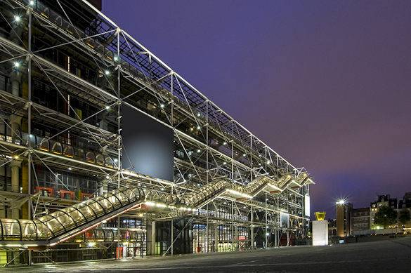Fotografía del Centre Georges Pompidou por la noche