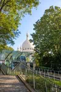 Imagen del funicular de Montmartre y del Sacre Coeur