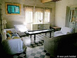 5 Bedroom Rental Beaucaire - Avignon Region - living room