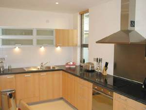 London accommodation 2-bedroom Canary Wharf (LN-379) Pict