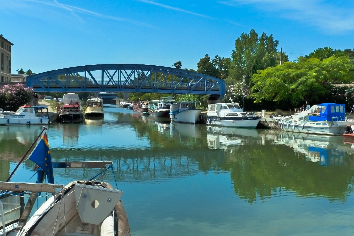 Image of a canal in the port city of Beaucaire.