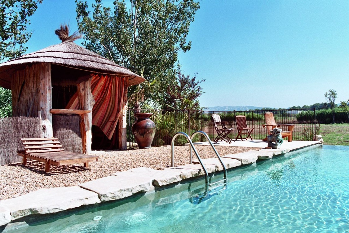 Image of swimming pool in PR-939 vacation rental in Saint-Rémy-de-Provence.