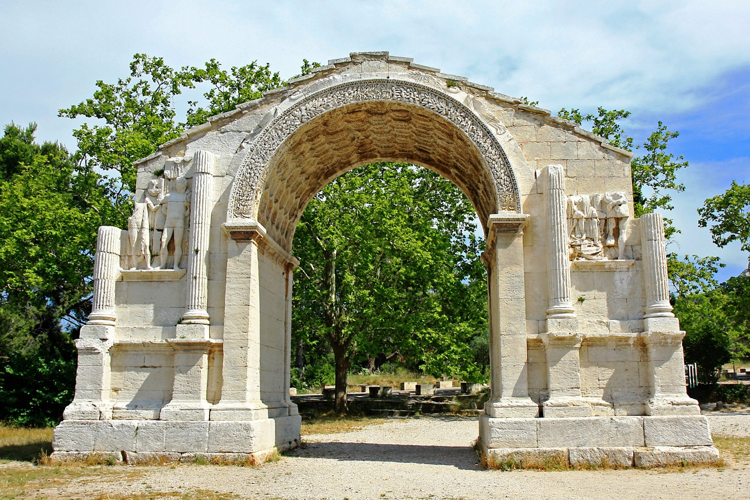 Image of the arch at Glanum in Saint-Rémy-de-Provence.