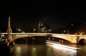 Photo of Ile-Saint-Louis at night