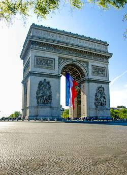 A picture of the Arc de Triomphe and the French Tricolor Flag in Paris