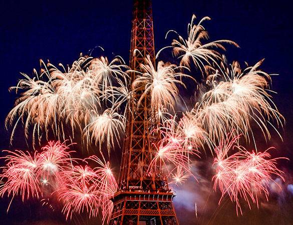 A picture of fireworks and the Eiffel Tower on Bastille Day in Paris