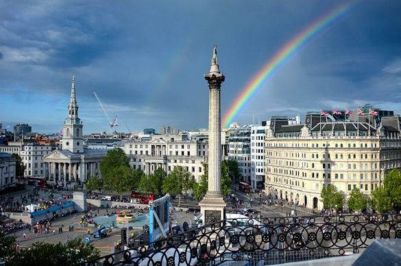 Picture of a rainy Trafalgar Square in London
