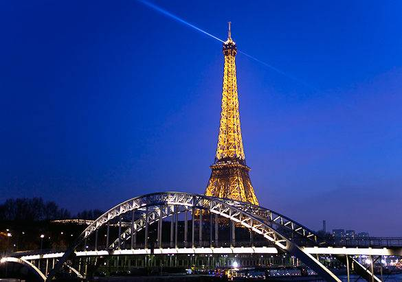 Picture of an illuminated Eiffel Tower at night in Paris