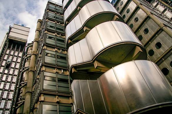 Image of the Lloyd's Building's exterior in the City of London