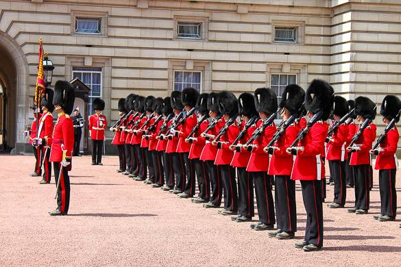 Picture of the changing of the guard at Buckingham Palace, London