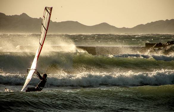 Image of a windsurfer at the Plages du Prado in Marseille