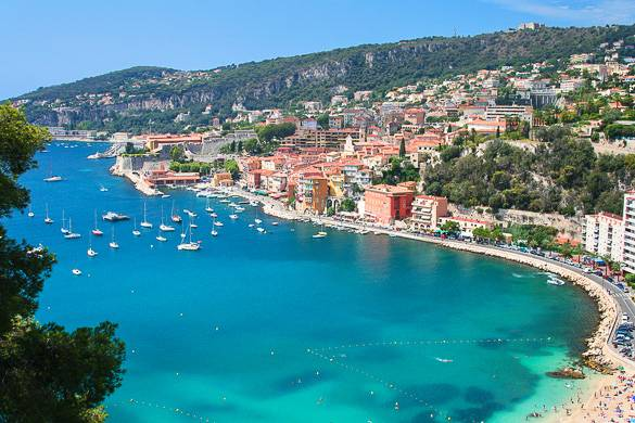 Picture of a harbor and beach in Villefranche-sur-Mer in the South of France