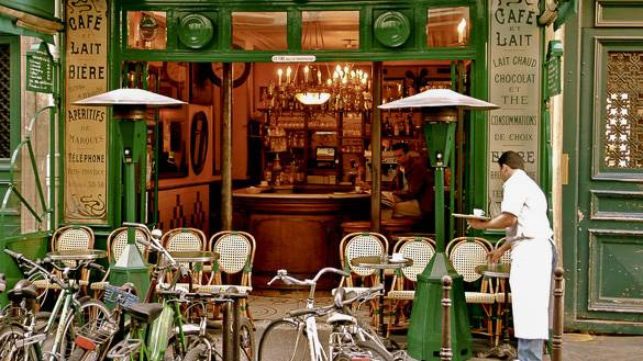 Picture of a Parisian café in Le Marais