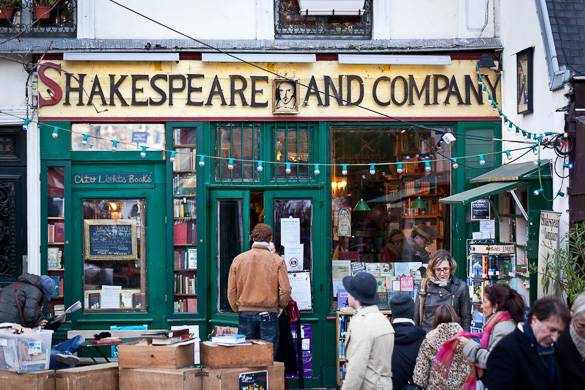 Image of the English-language bookstore Shakespeare & Co. in Paris