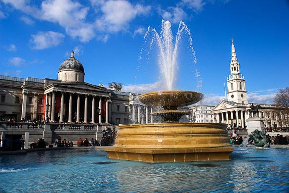 Image of London's National Gallery on Trafalgar Square
