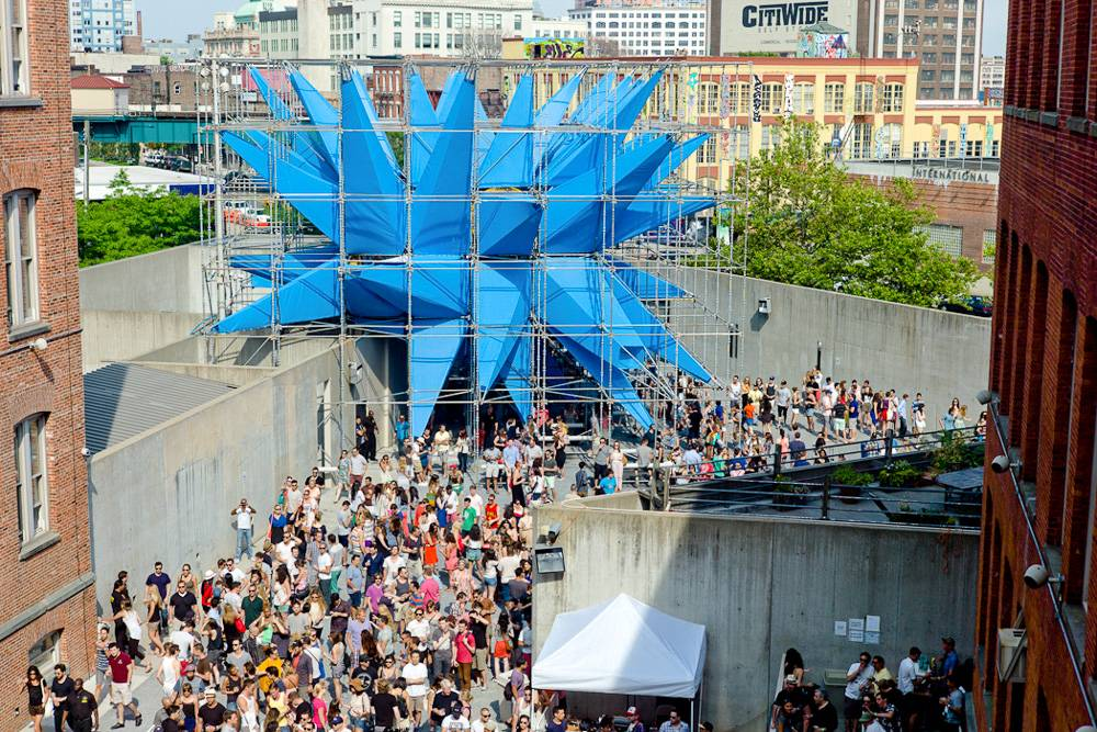 Image of the crowds at MoMa PS1 Warm-Up. Photo: Tom Giebel.