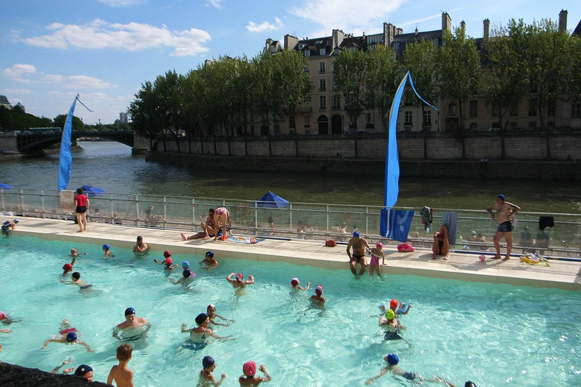 Image of Kids at Pool on the River Seine.