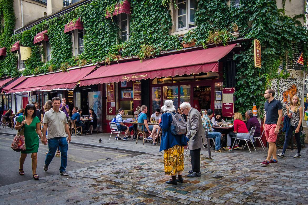 Image of a street scene in the Marais, Paris