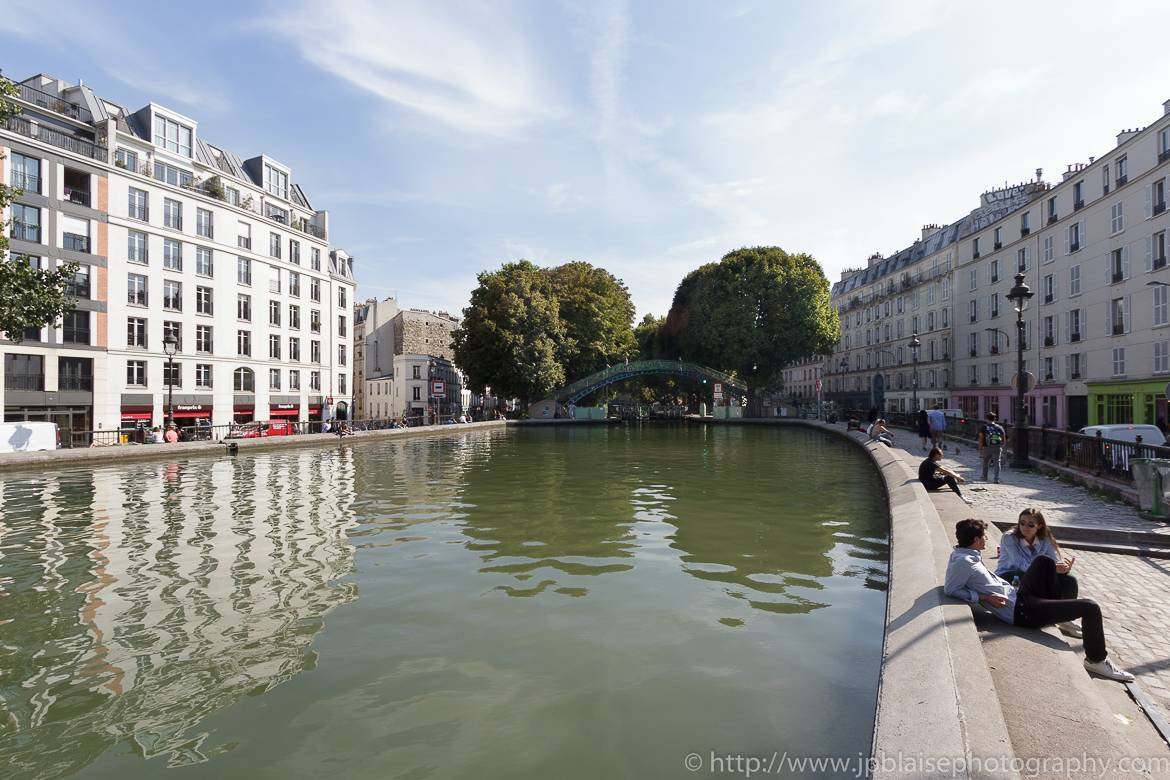 Image of young people lounging on the side of the Canal Saint-Martin