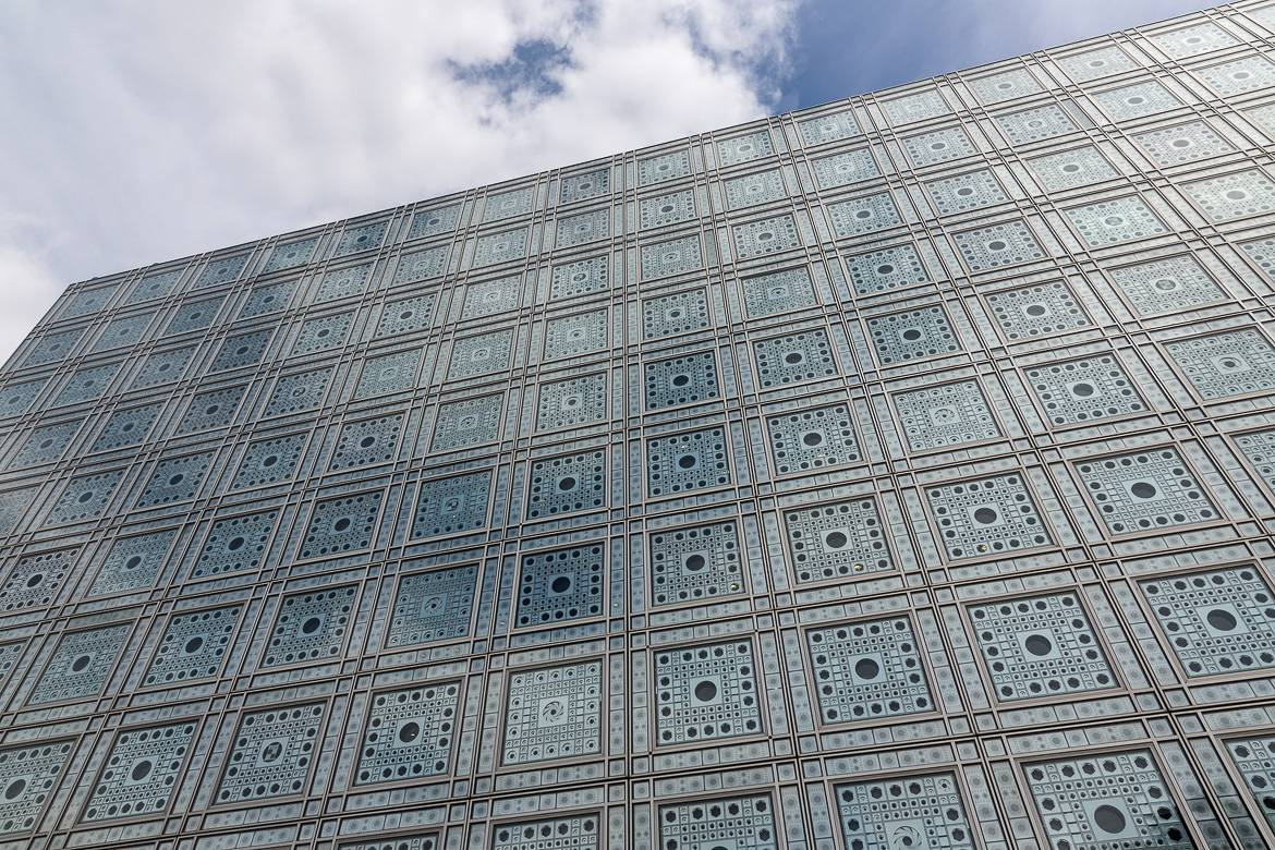 Image of the Institut du Monde Arabe in Paris from the outside