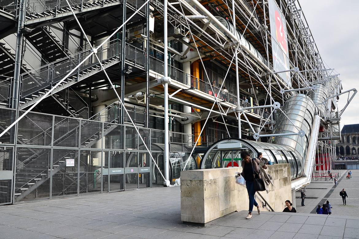 Image of the exterior escalator in the Pompidou Center in Paris