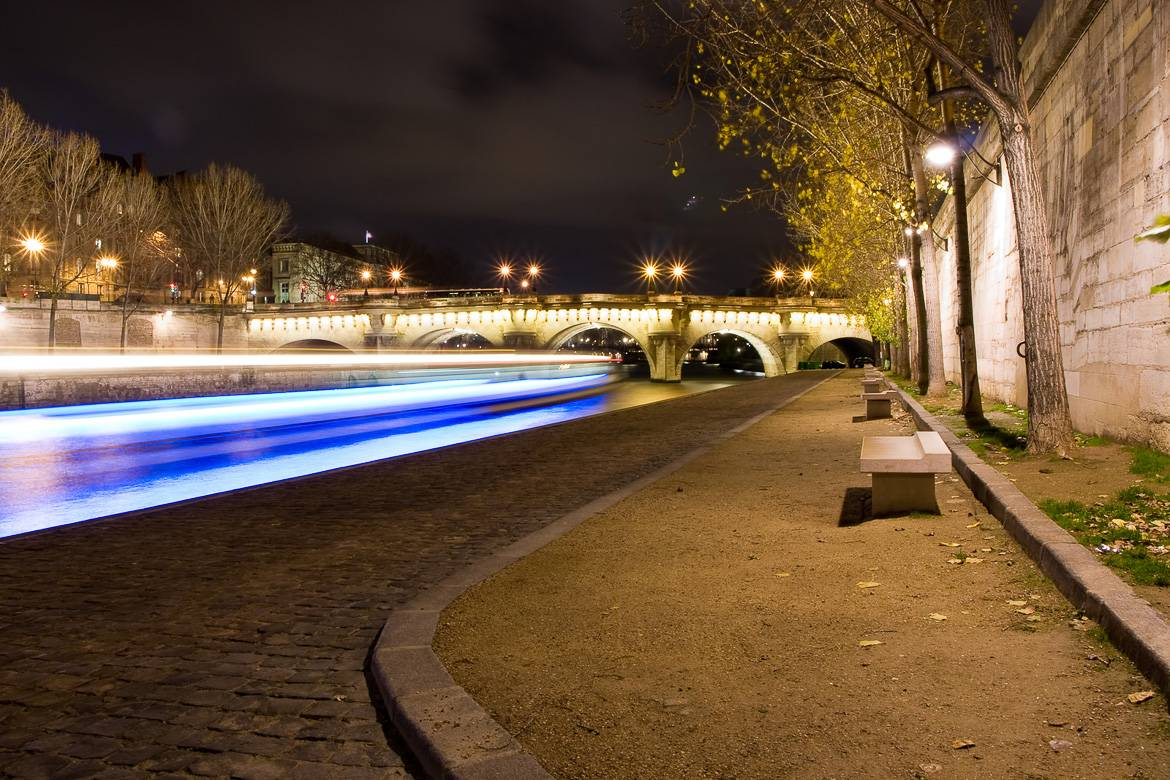 Image of a deserted quay of the Seine River at night