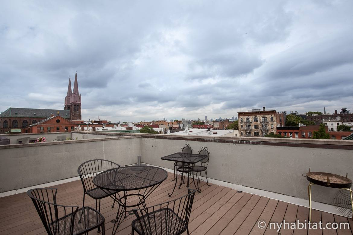 Image of the roof terrace of New York Habitat apartment share NY-16516