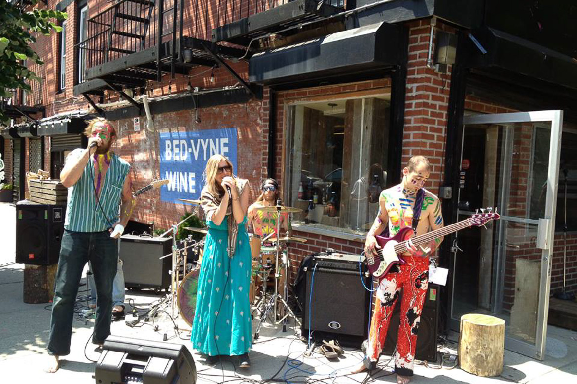 Image of live band at Bed-Vyne Brew
